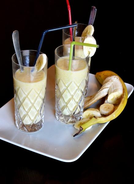 smoothie alla banana,mango,yogurt, latte e miele