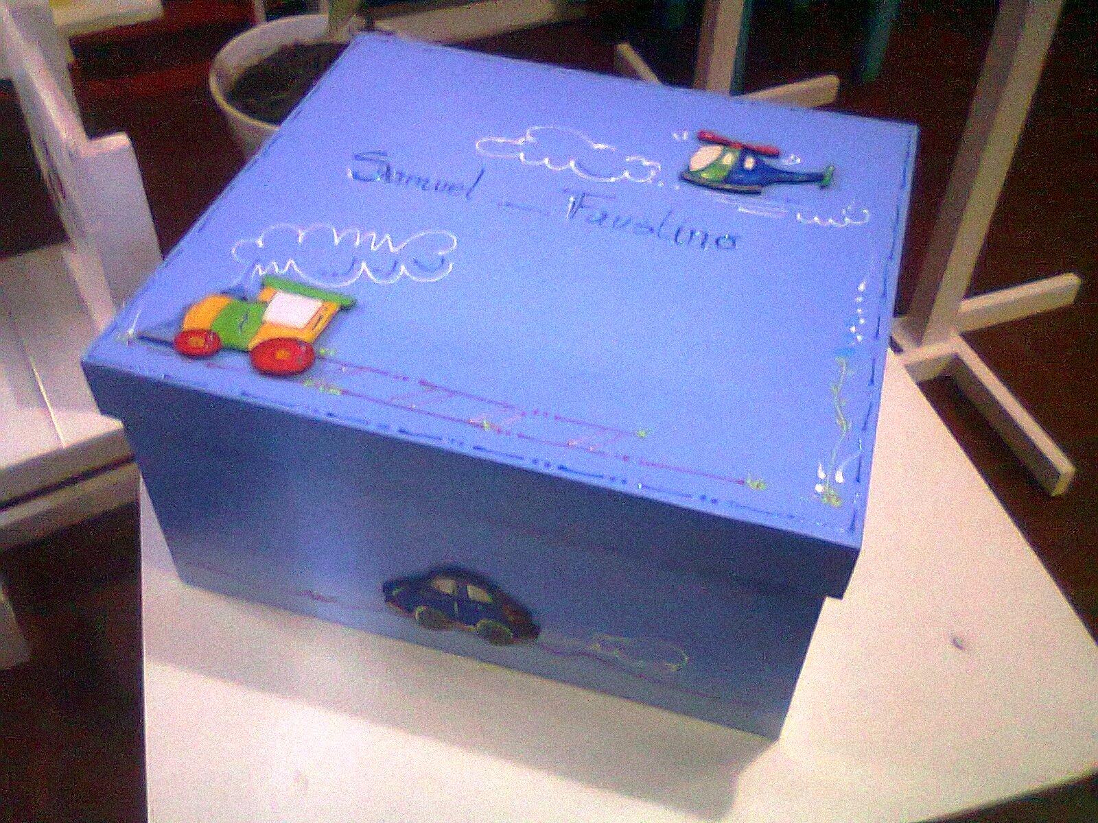 El taller de graciela cajas guardarropa infantiles for Caja almacenaje infantil