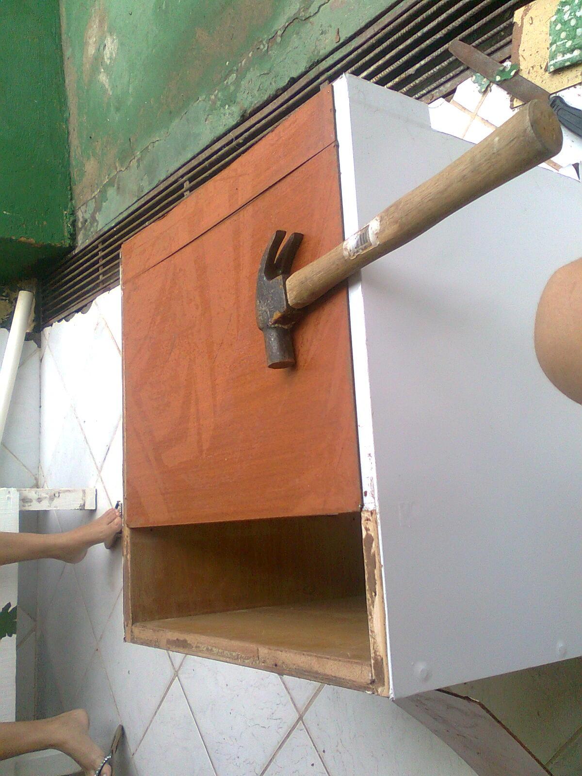 Pregando a madeira usei fundos de gaveta só fiz cortar e pregar  #945537 1200x1600
