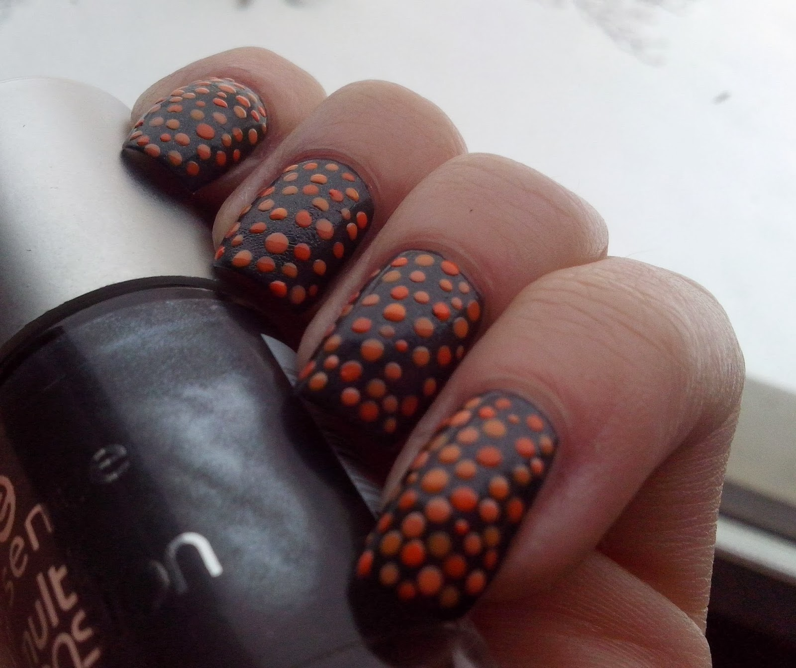 got-polish-challenge-dots-essence-multidimension-must-have