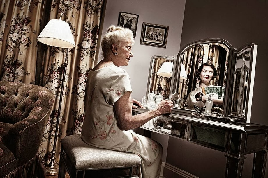 Как женшина залазит на генелогическое кресло фото 461-462