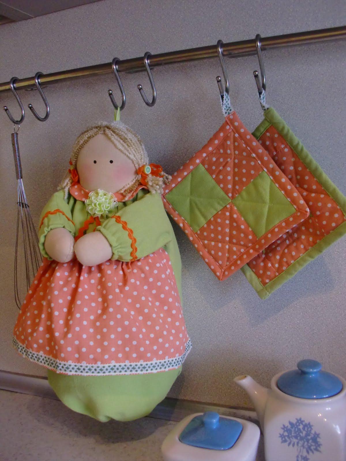 Как сшить куклу для хранения пакетов своими руками