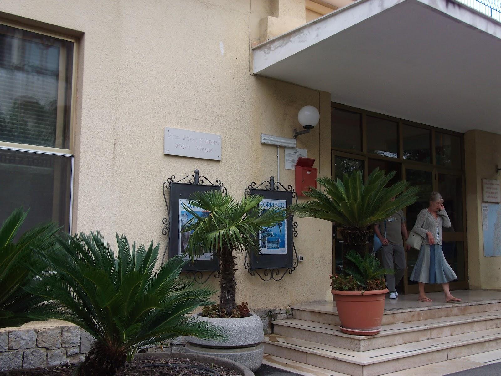 Tourist office with a view of vesuvius best of sorrento for Azienda soggiorno sorrento