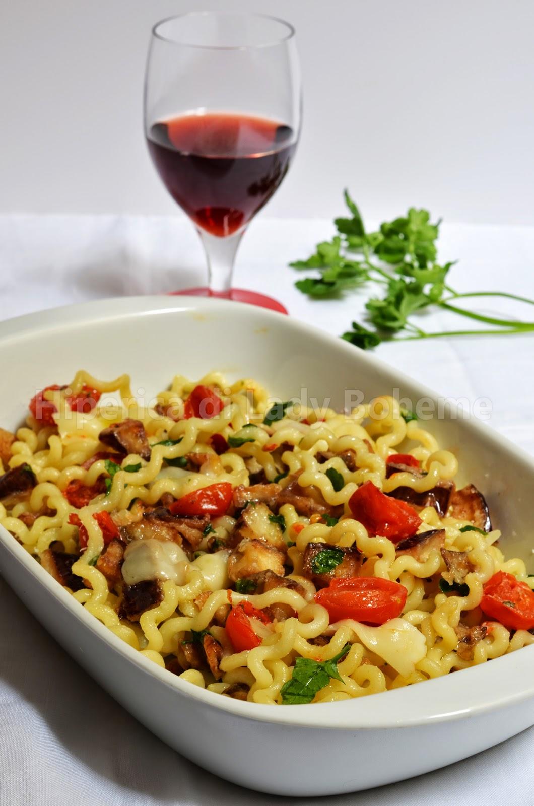 hiperica_lady_boheme_blog_cucina_ricette_gustose_facili_veloci_fusilli_con_melanzane_e_pomodorini_1