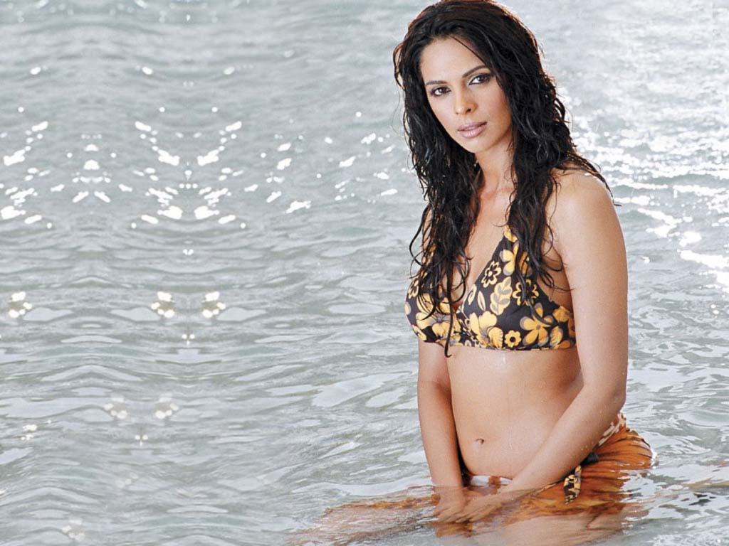 malika sherawat ~ indian celeberties wallpapers