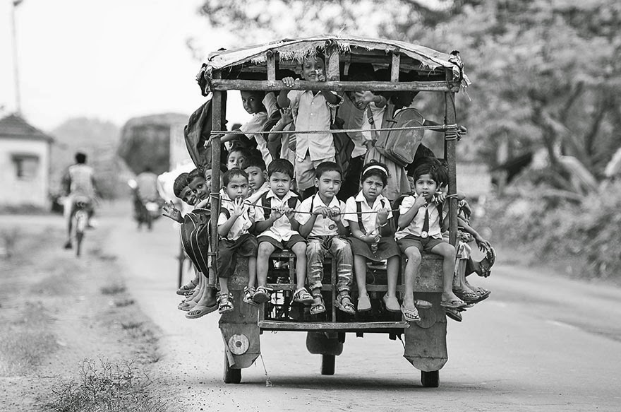 20 Of The Most Dangerous And Unusual Journeys To School In The World - Beldanga, India