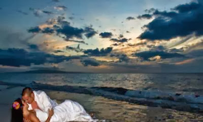 Feng Shui to Spice Up Romance  - man woman kiss attraction romantic romance sea beach sunset clouds fog