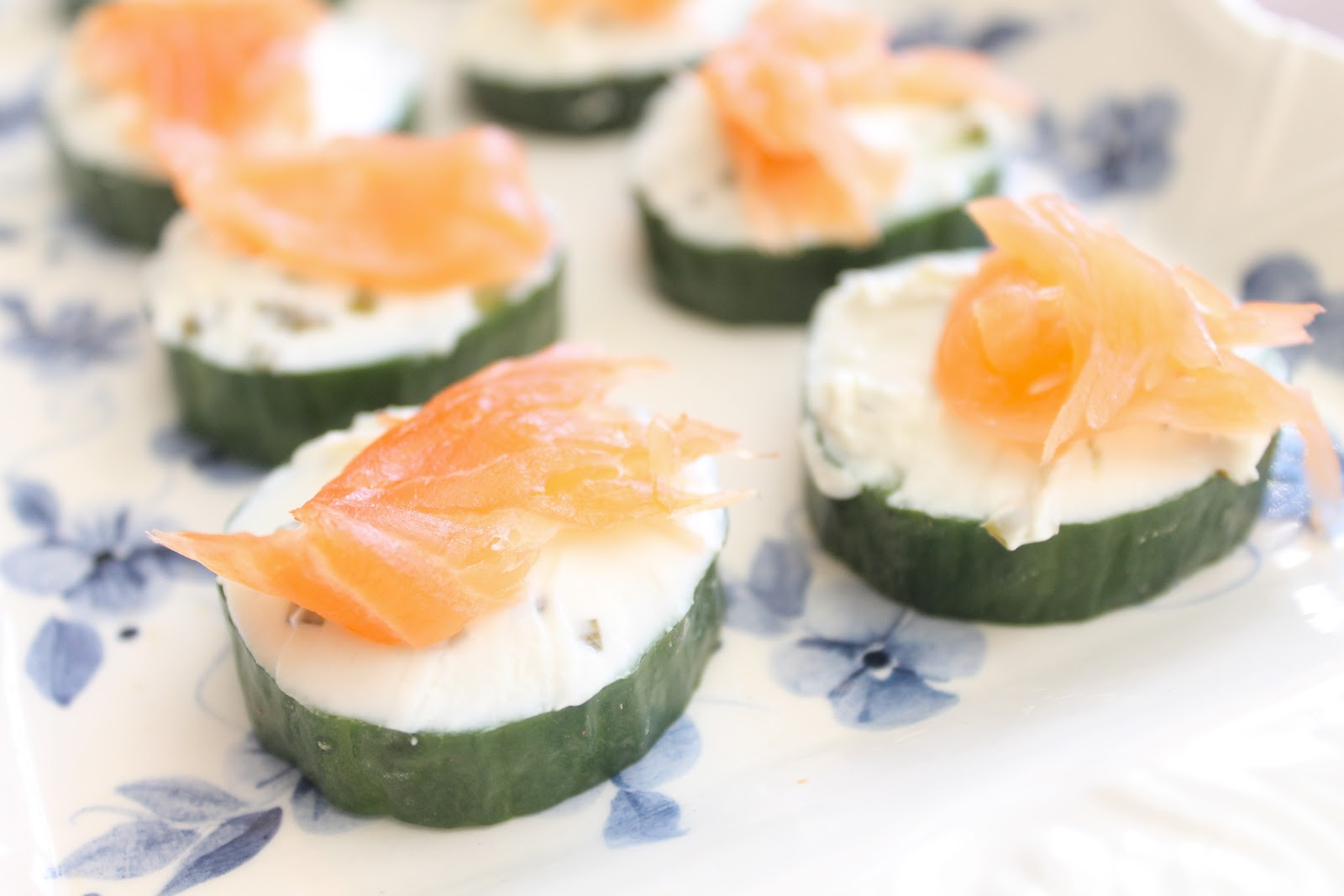 Easy canapes salmon cucumber and cream cheese for Canape ingredients