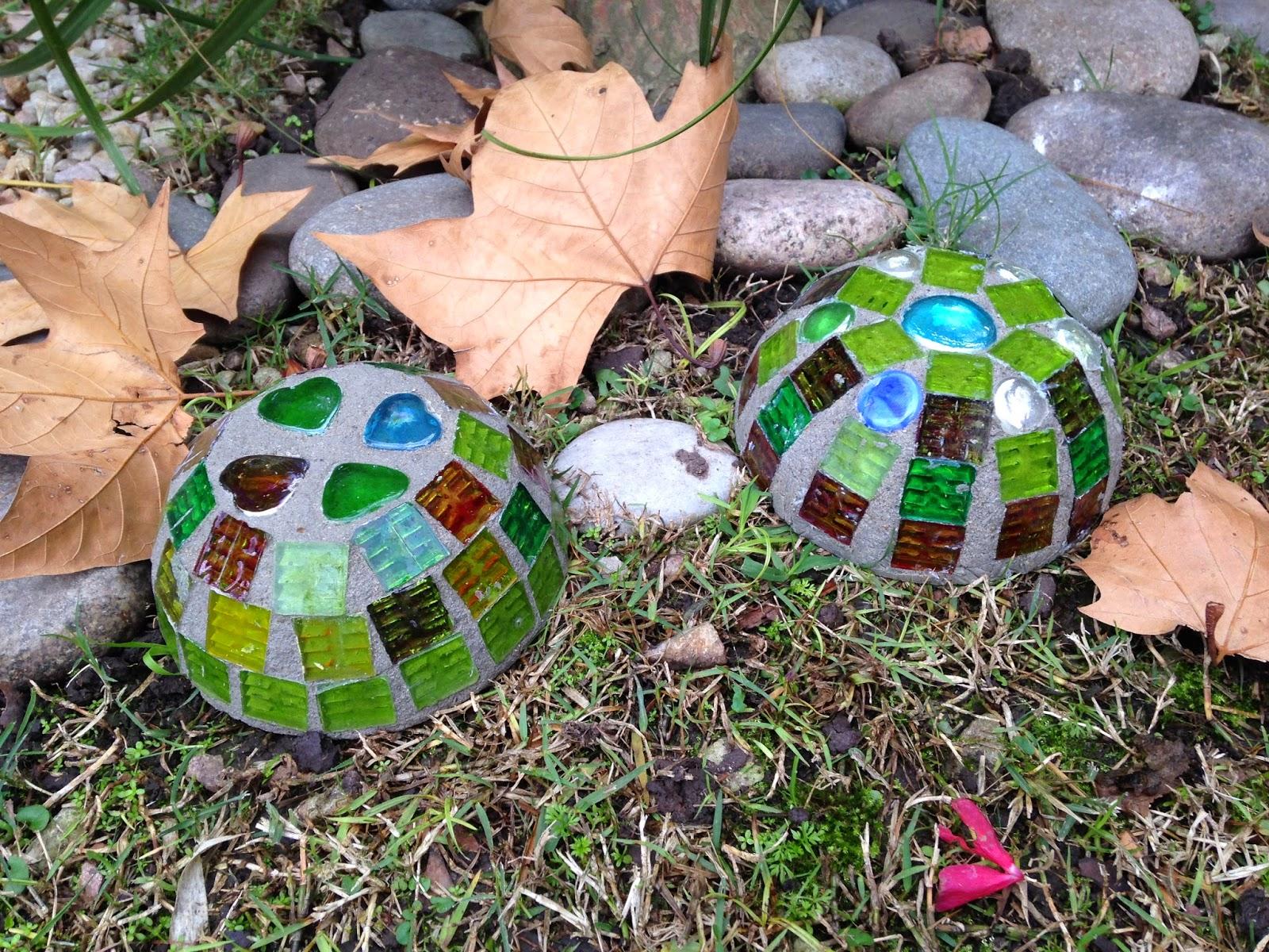 Primero forre dos recipientes con papel film y les pegu for Adornos jardin