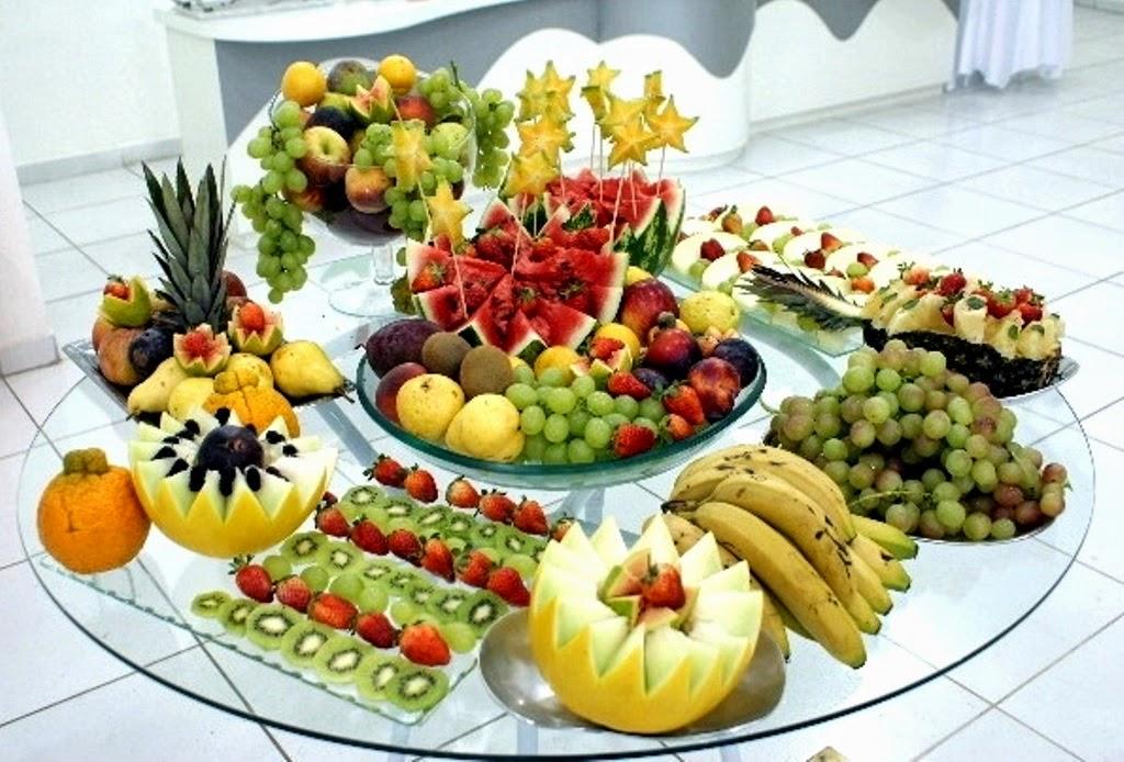 Mesa de Frutas para catering de cascada de chocolate