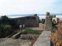 Les restes de l'interior del Castell de Taradell