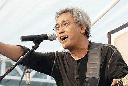 Iwan Fals - Penyanyi Paling Populer di Indonesia