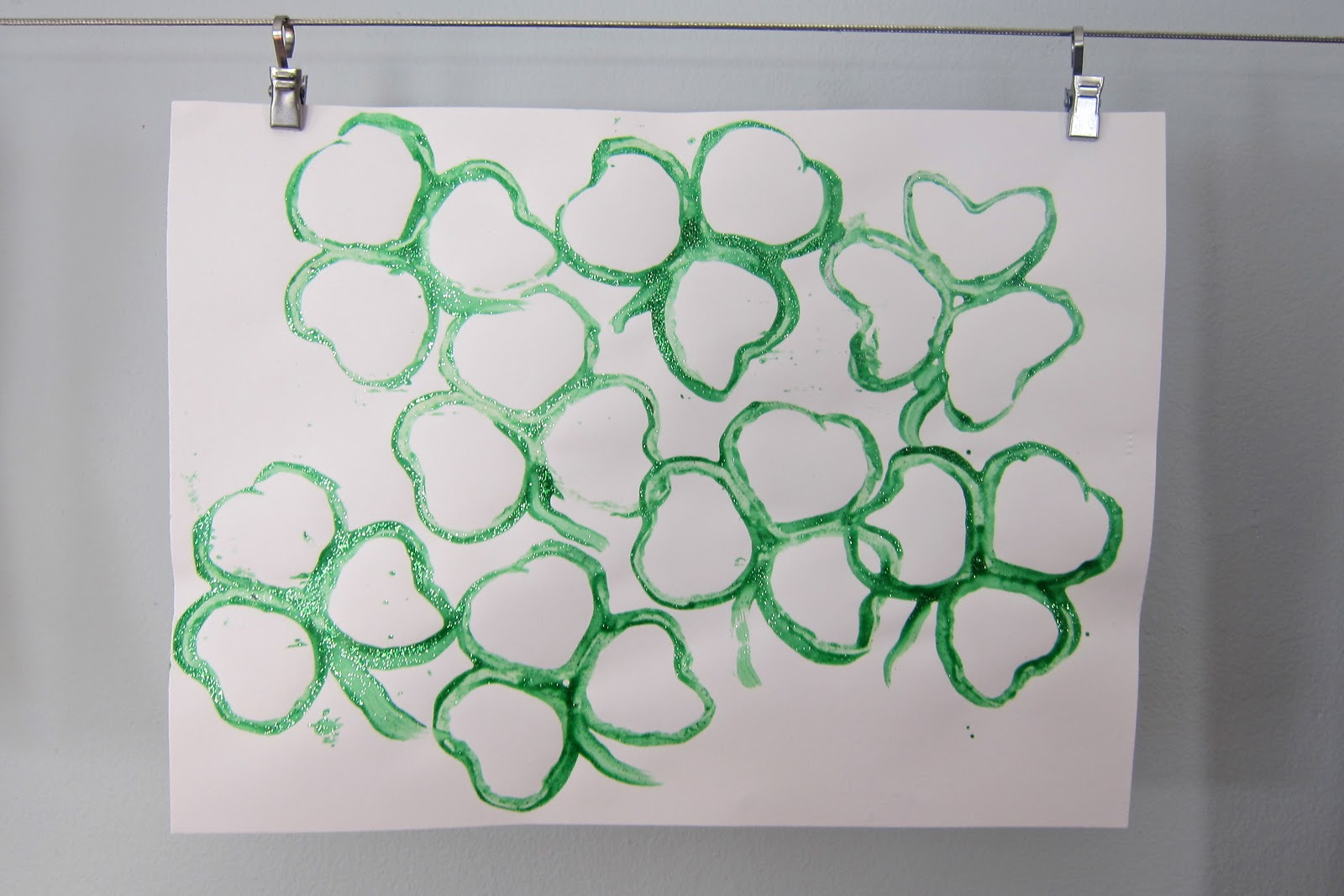 shamrock paper Three writing paper designs specially for st patrick's day, useful for all sorts of writing projects we have three variations for each - blank, lined and with handwriting lines.
