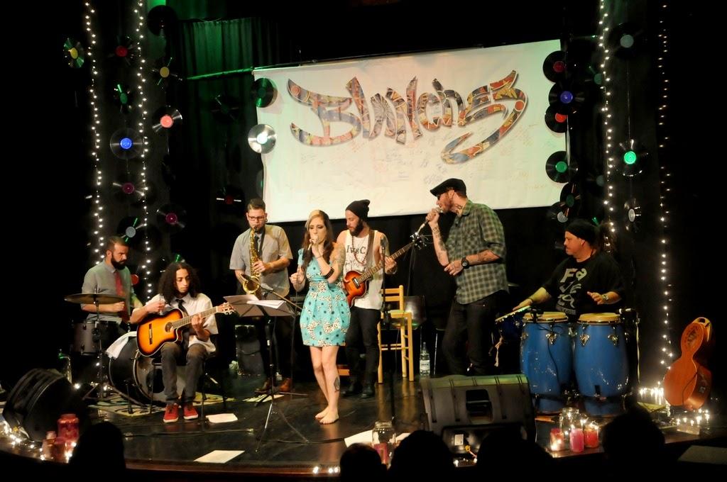 Rachel Claussen, Andreas HellHammer, Hygor Mouteira, no sax, e Hugo Sanchez, com os convidados Spencer, Felipe Naza e Celso Guimarães