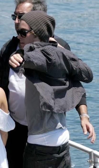 Celeb Saggers: Zac Efrons Hot White Sag
