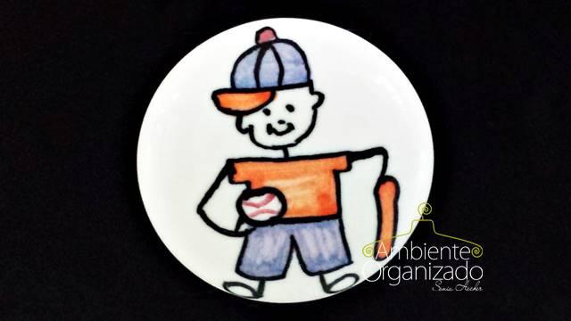 Puxador infantil de porcelana com menino