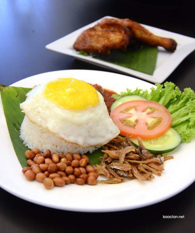 Nasi Lemak Crispy Fried Chicken - RM15.90