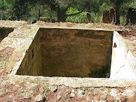 Detall del dipòsit per emmagatzematge l'aigua extreta de les galeries, situat al nivell superior