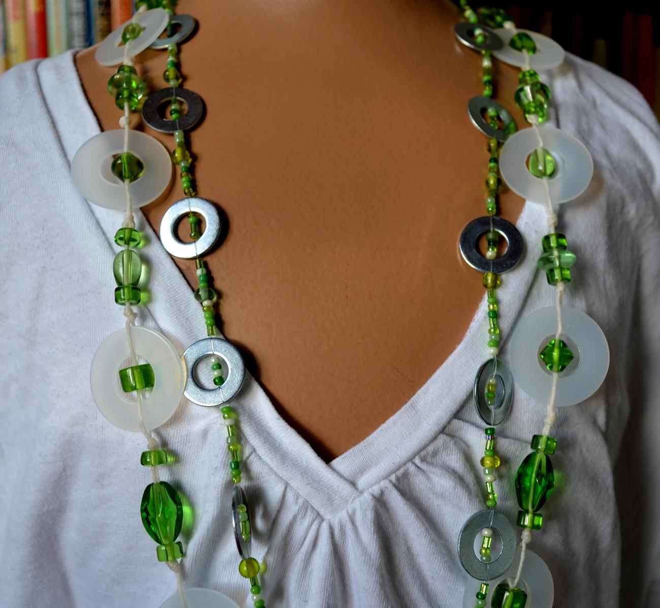 http://1.bp.blogspot.com/-NJC0F_0CQy8/TdIT_8XNesI/AAAAAAAAAq8/PHiUggsPAPE/s1600/Necklace+4.jpg