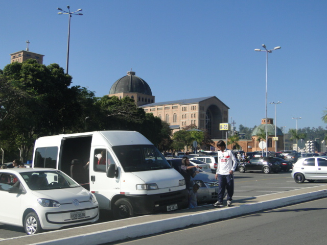 01. No estacionamento do Santuario