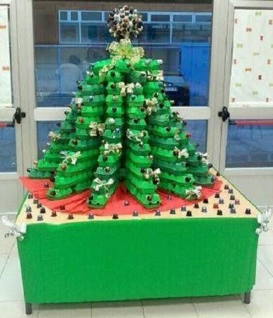 10 ideas e arboles de navidad reciclados con for Arbol de navidad con cajas de carton