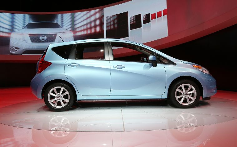 2014 nissan versa note with around view monitor automotive prices. Black Bedroom Furniture Sets. Home Design Ideas