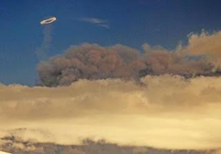aro humo volcan