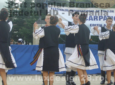 "Ansamblul folcoric ""Muresana"" din Branisca, trupa de dans"