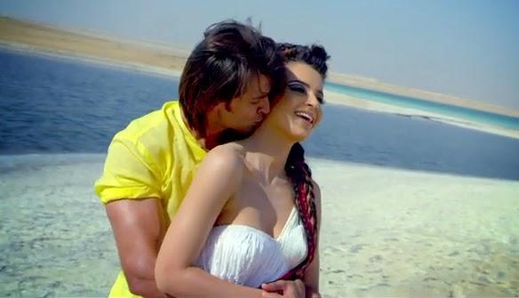 Latest Hot Stills of Hrithik & Kangna from Krrish 3 Movie