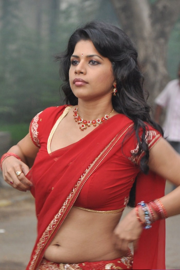 Tamil Actress Javno Isshiki Hot Navel Show Photos