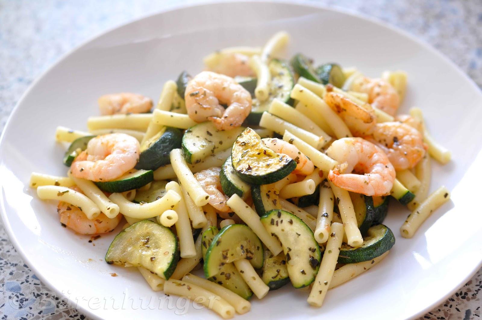 spaghetti mit garnelen und zucchini rezepte suchen. Black Bedroom Furniture Sets. Home Design Ideas