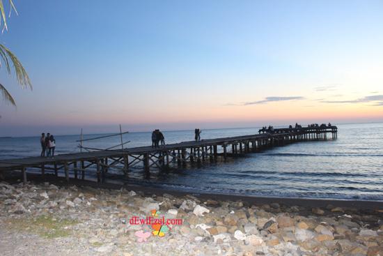jalan jalan ke pantai Akkarena makassar