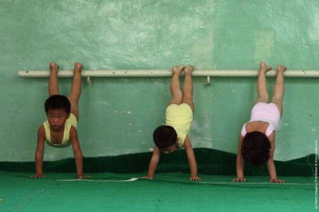 الصين وكيفية صناعة الأبطال الألومبيين China-gymnasium-Olympic-children-238