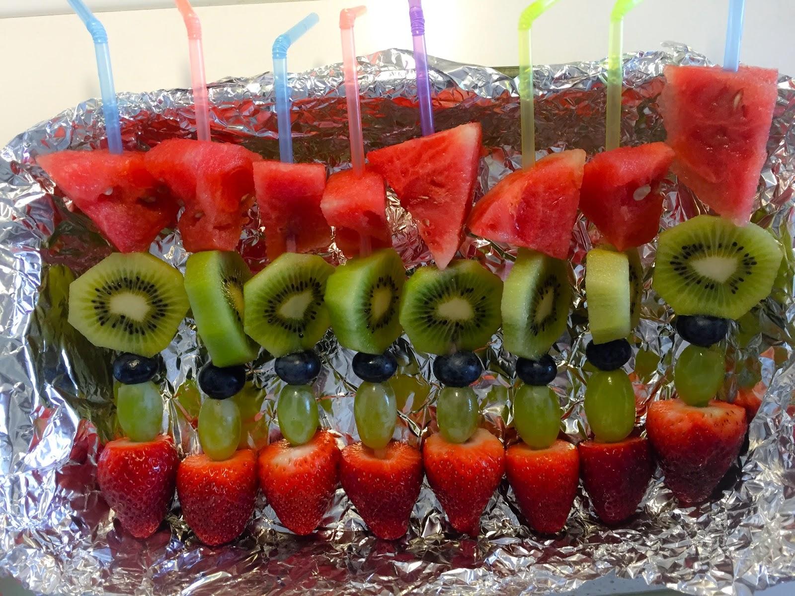 barnkalas barn tips ideér inspiration fruktspett tårta fika bjuda nyttigt