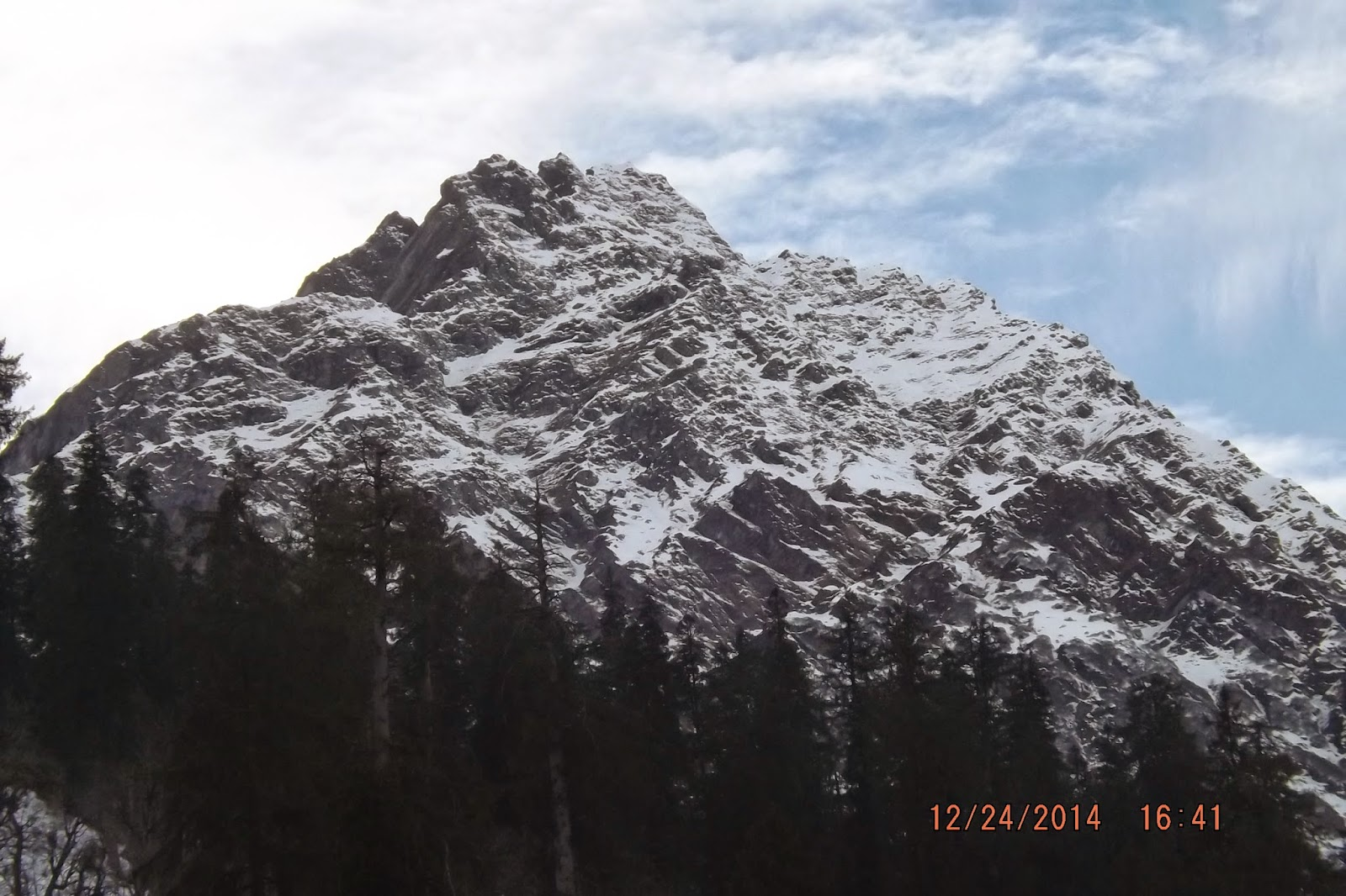 A view from Solang Valley during winter