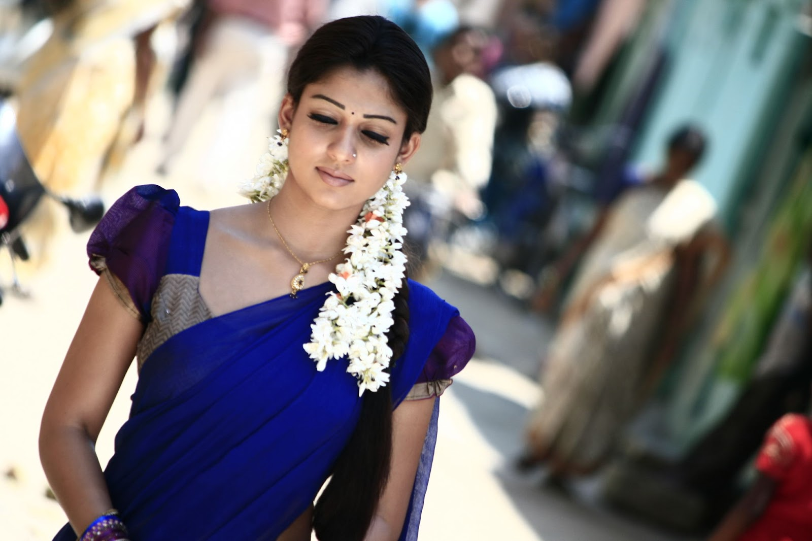 Geng Body Painting: Hot Nayanthara Back Without Dress