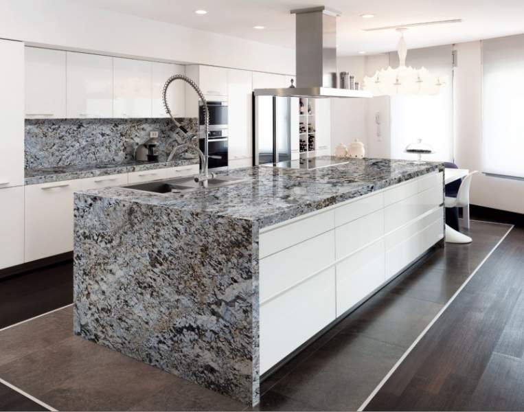 Decora hogar 5 encimeras para tu cocina v deo consejos for Marmol blanco con vetas negras