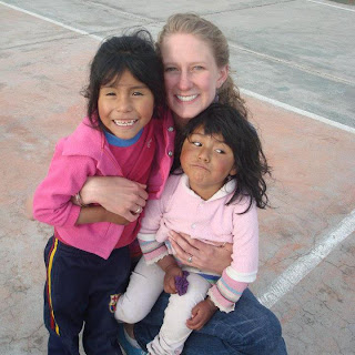 Jess with the girls at HOOP - volunteering charity in Peru
