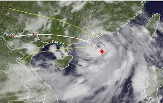 Taifun VICENTE bei Hong Kong - Taifunwarnung, Vicente, Ferdie, Hongkong, China, Sturmwarnung, aktuell, Satellitenbild Satellitenbilder, Taifun Typhoon, Taifunsaison 2012, 2012, Juli,