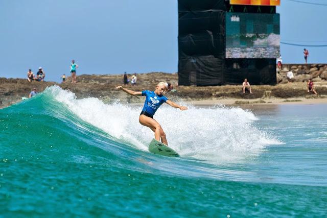 6 Roxy Pro Gold Coast 2015 Tatiana Weston Webb Foto WSL Kelly Cestari