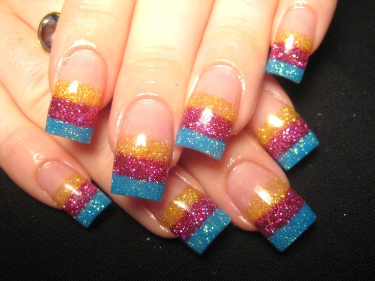 MANICURA FRANCESA DE COLORES by uñas.blogspot.com