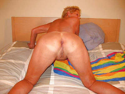 mature lady in position doggystyle