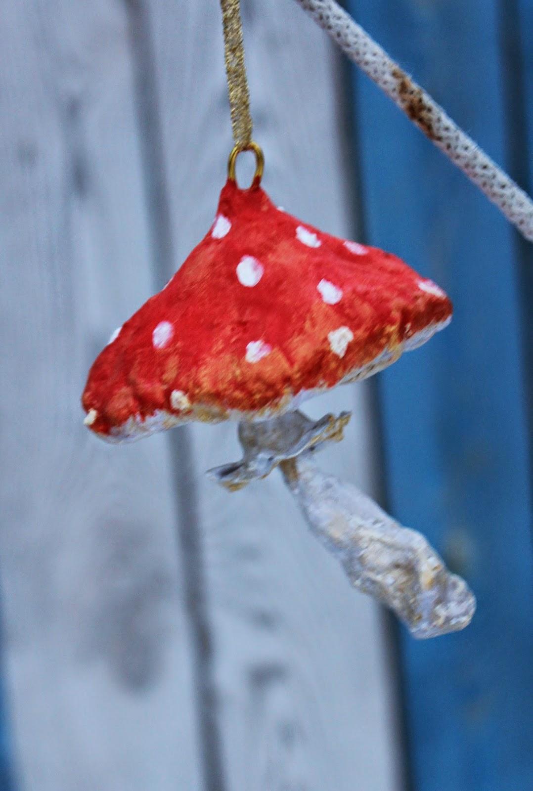 грибок из ватного папье-маше