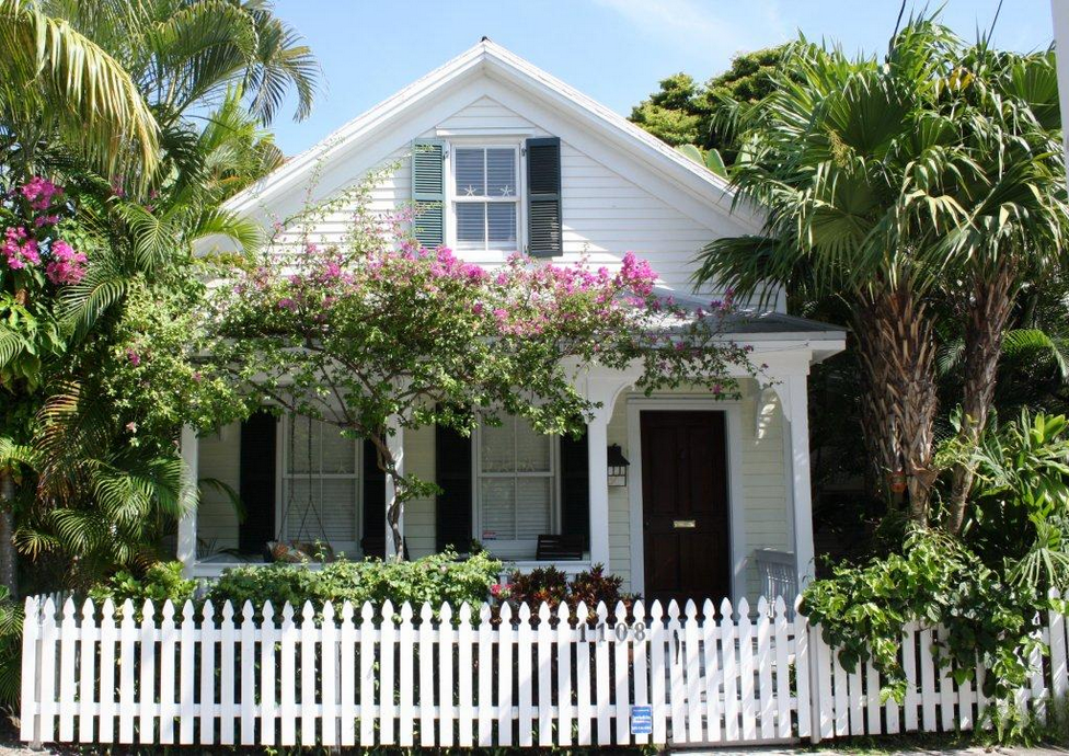 Dean farris style a conch house christmas for Key west style homes