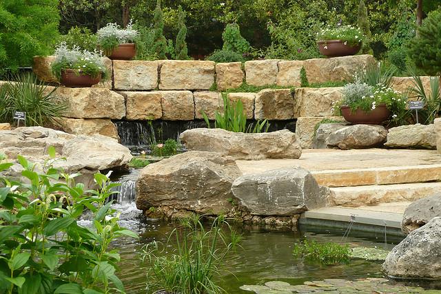 garten und landschaftsbau traumhafte wasserg rten. Black Bedroom Furniture Sets. Home Design Ideas