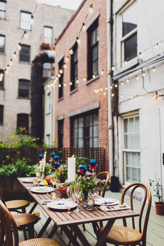 Inviting urban backyard. Photo by Amber Gress Photography via Style Me Pretty.