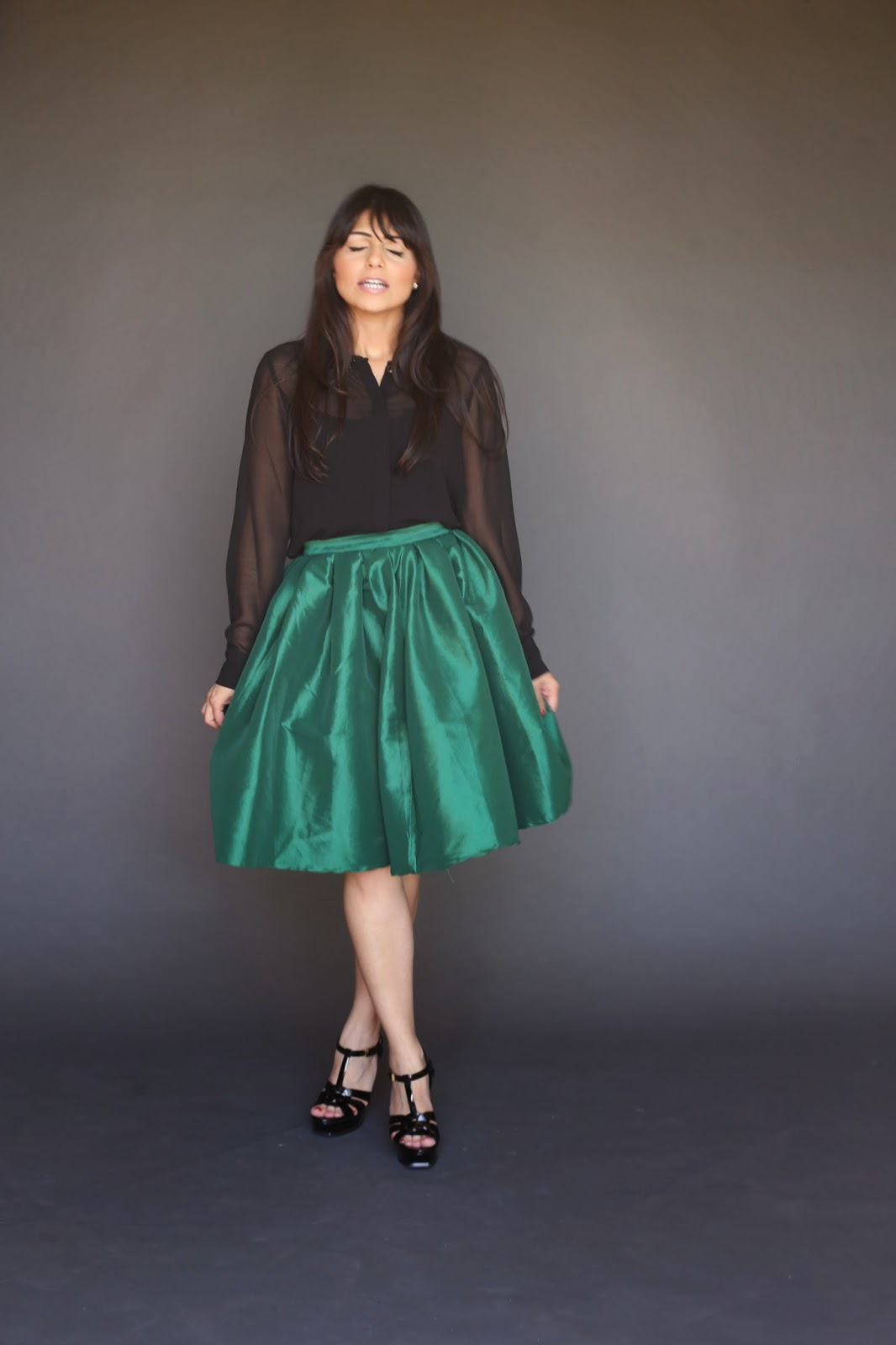 Knee length full metalic emerald green skirt modest tznius mormon lds pentecostal stylish fashionable Mode-sty