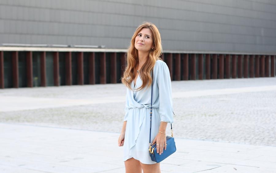 A trendy life. Vestido azul