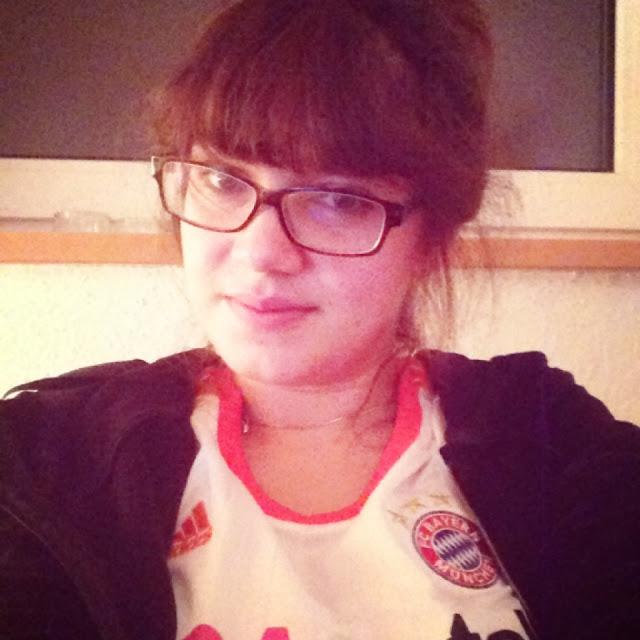 1.Juni: Fräulein Berger schaut Fußball