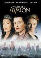 As Brumas de Avalon conta a historia de Morgana de forma simples e fascinante